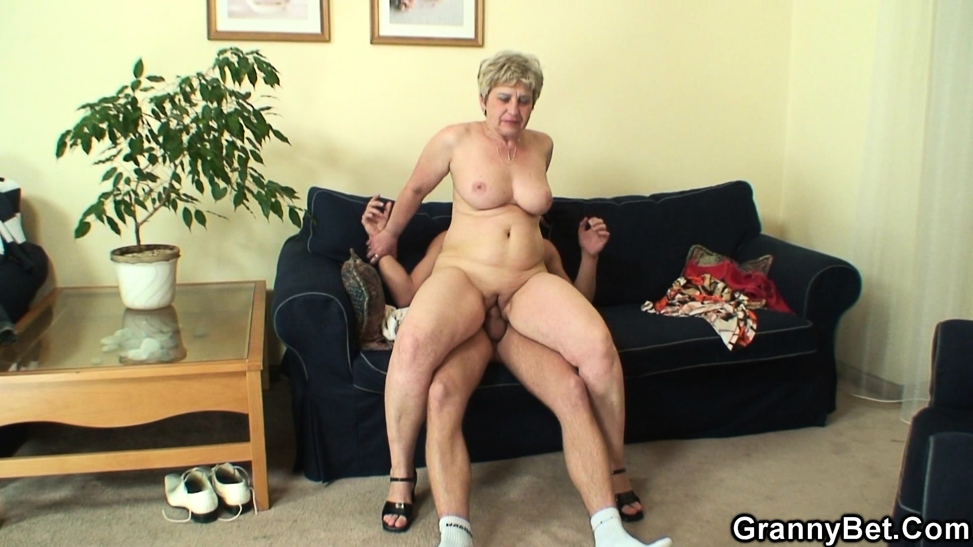 Порно кастинг бабушки в трусах