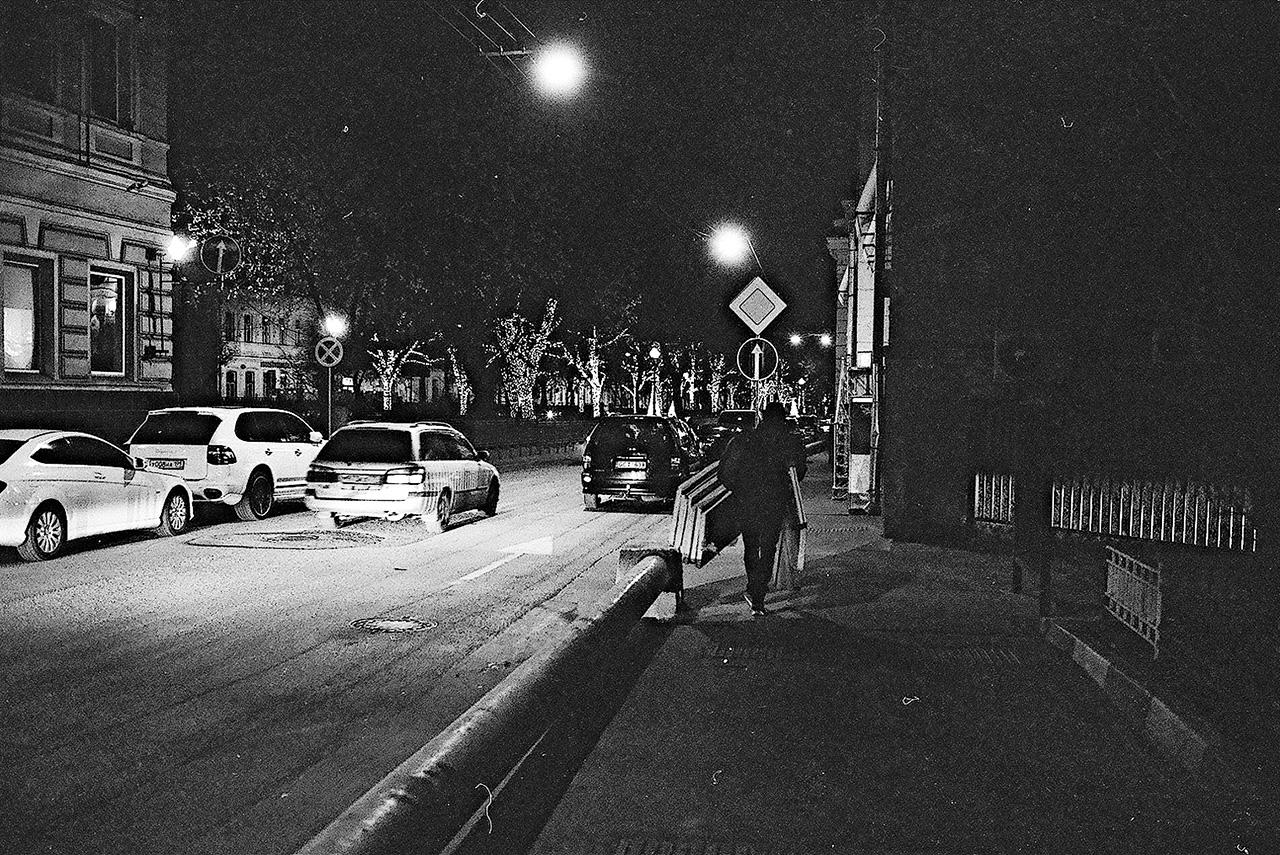 Гексаюрта, которая позволяет пережить холодные ночи в пустыне, на московской улице доказала свою бесполезность