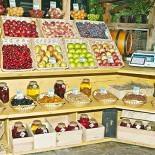 Ресторан Кавказская пленница - фотография 3 - Эко-базар. Все разнообразие южного рынка теперь можно попробовать и купить прямо на Летней веранде.