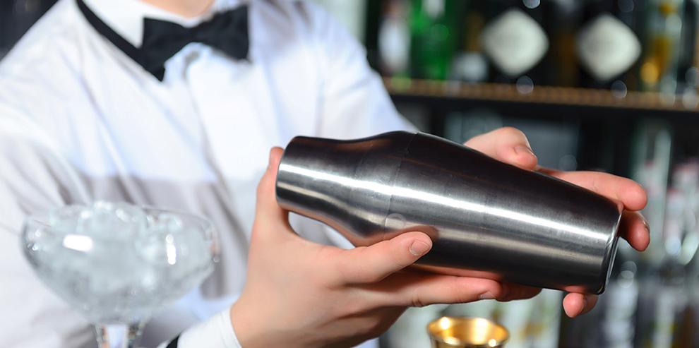 Почему бармены так громко стучат шейкерами?