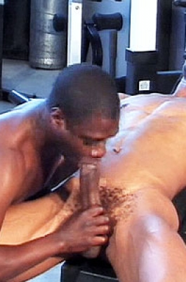 Tgirl gets her ass toyed