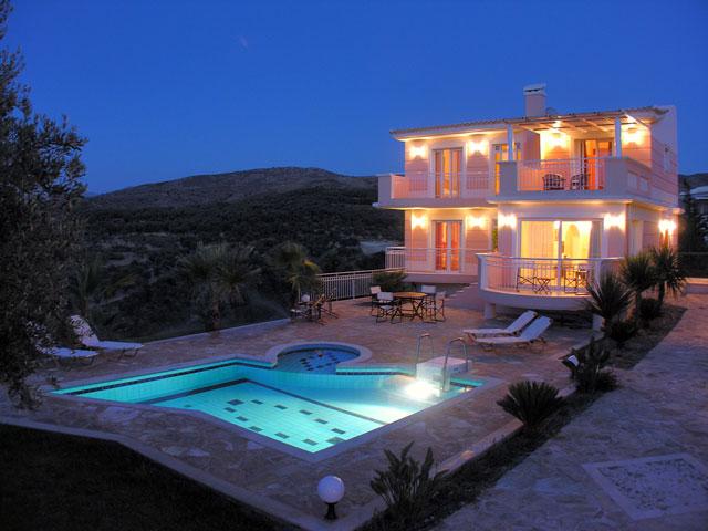 Дом в остров Ретимно на берегу моря недорого