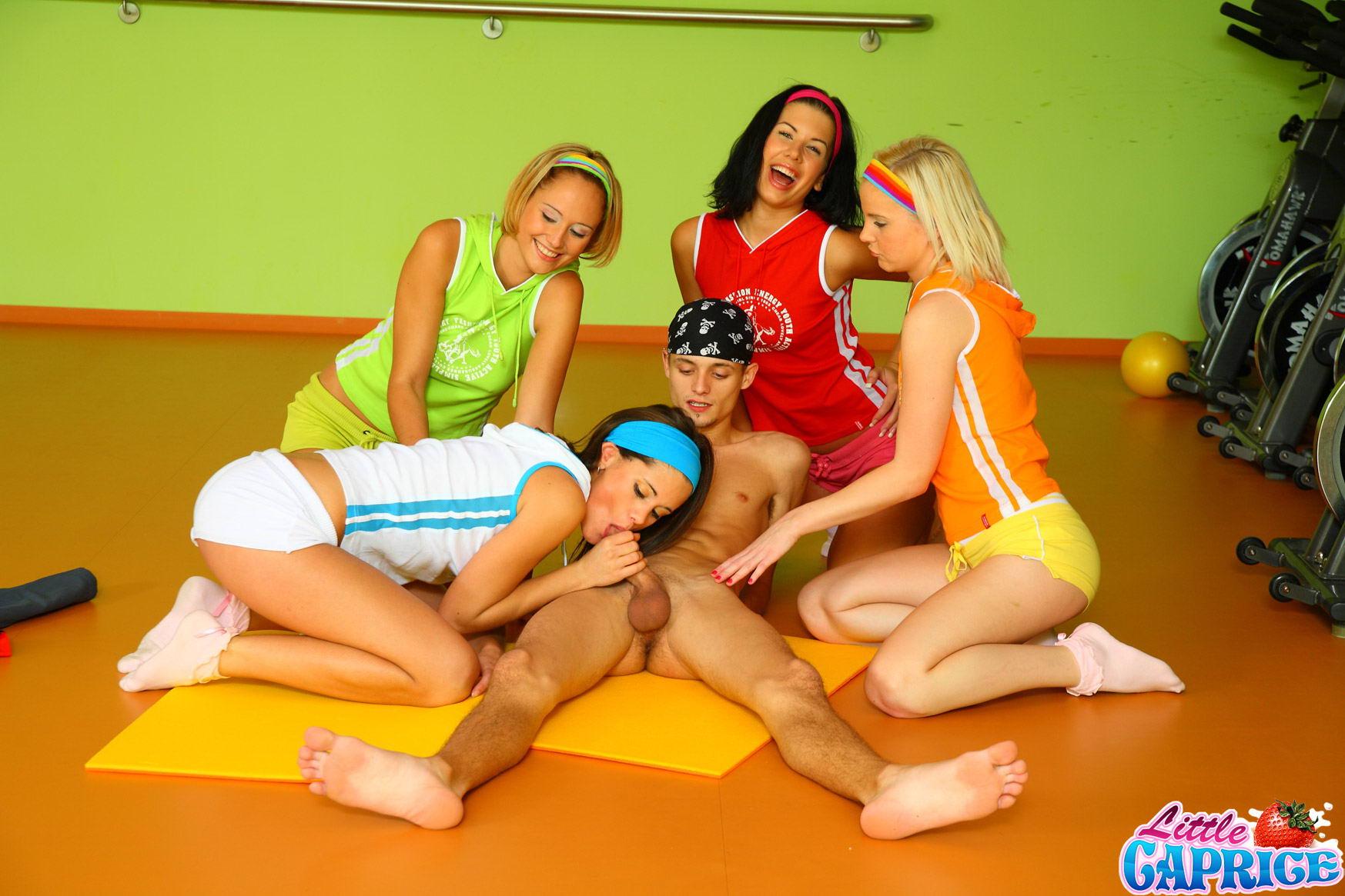 три ученицы секс похотливого учителя