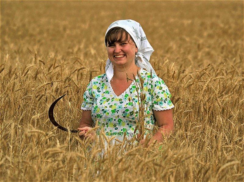 Она ищет его из села