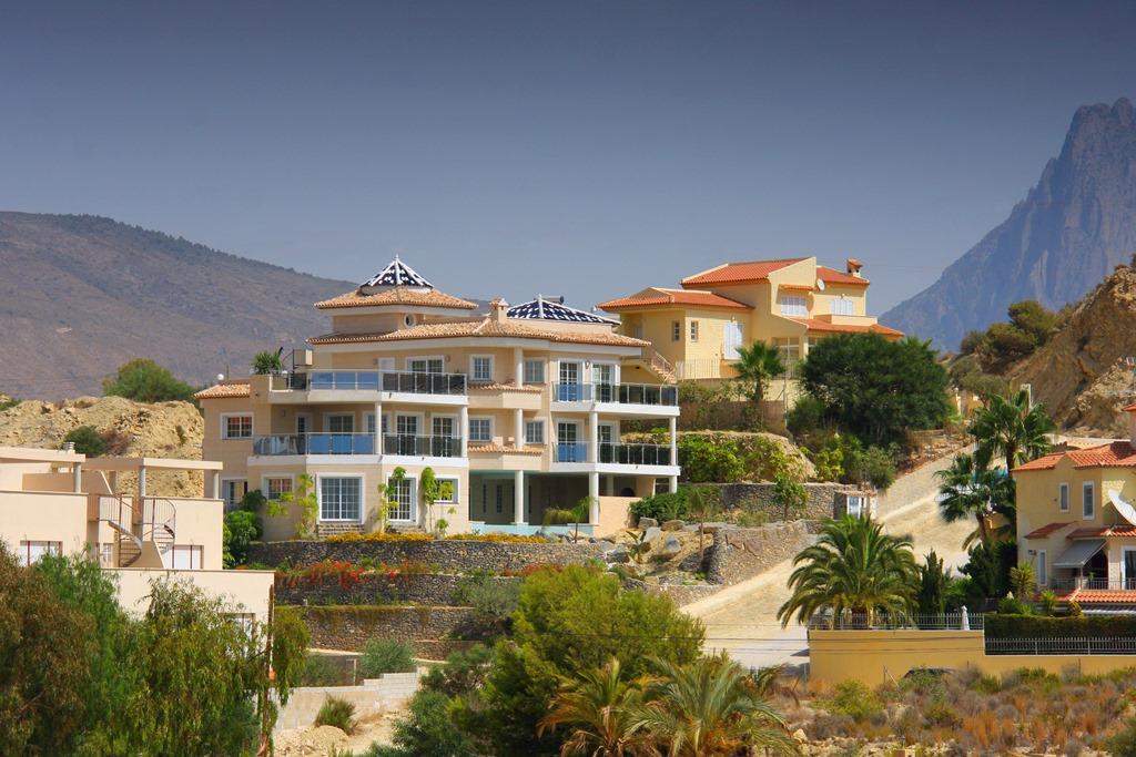 Недвижимость Испании – Дом с бассейном в горах