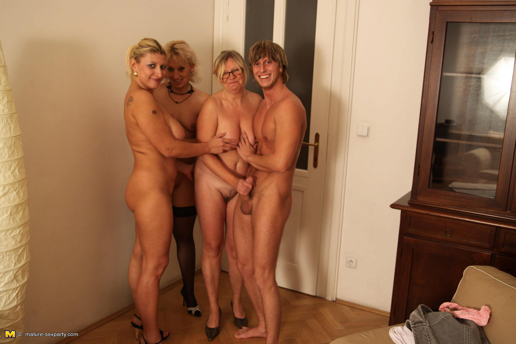 ranch-naked-mature-young-women