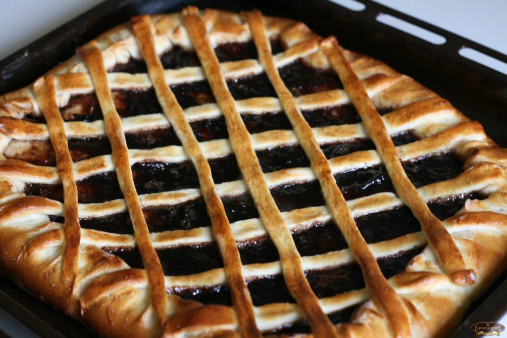 Дрожжевой пирог с джемом рецепт с фото