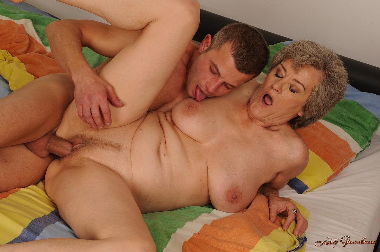 тетка захотела трахнуться с юнцом время позанимайтесь
