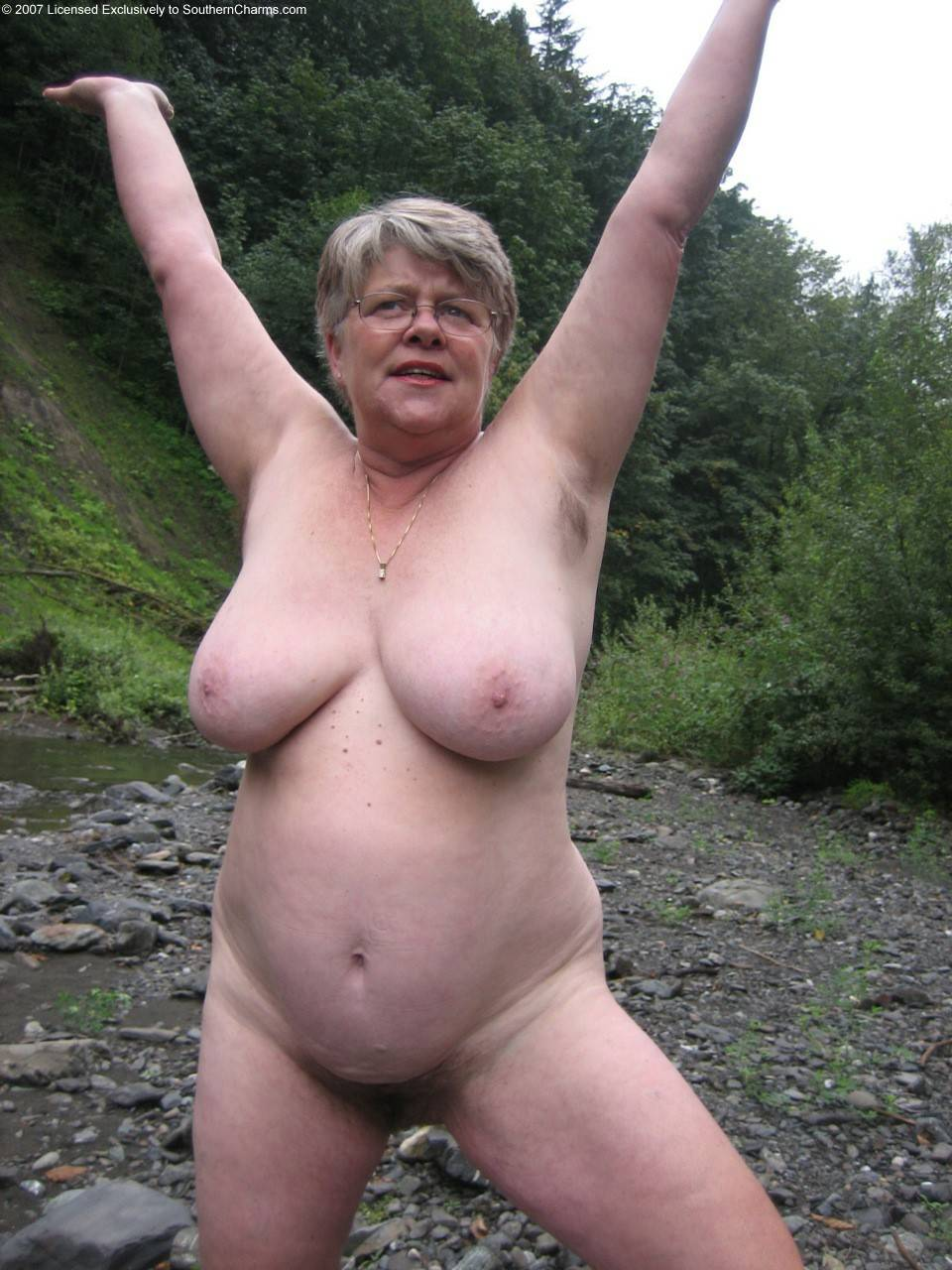 Витек обожает трахать старых бабушек  порно фото