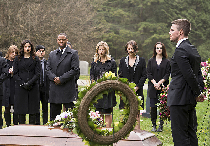 Arrow Sezonul 1 Online Subtitrat in Romana