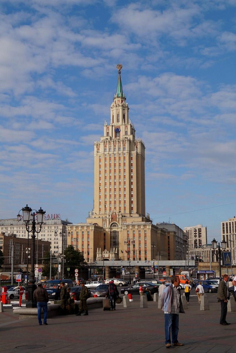 гостиницы на комсомольской площади москва