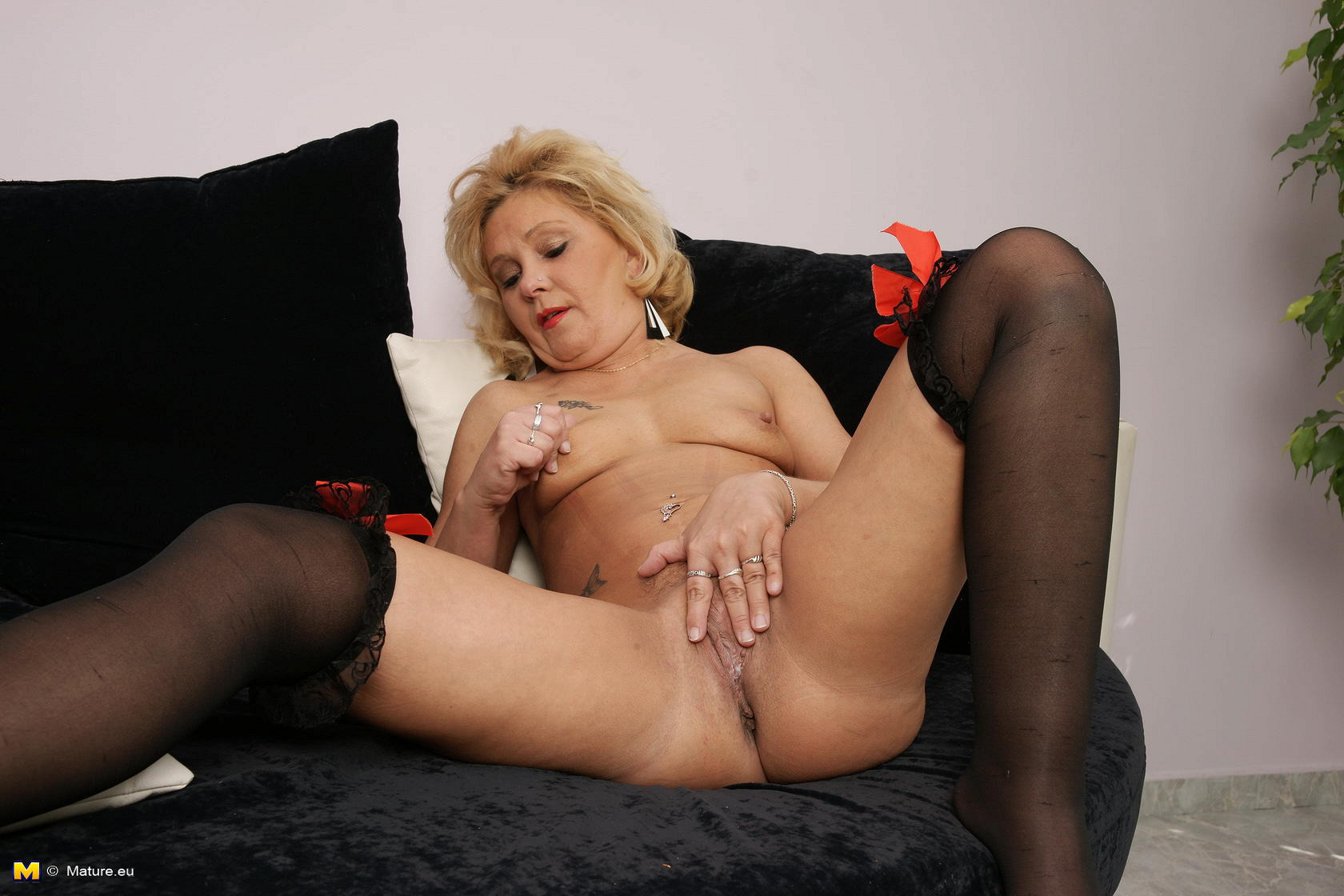 Skinny mature solo anal fingering
