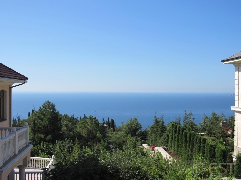 Дома в Никити с видом на море