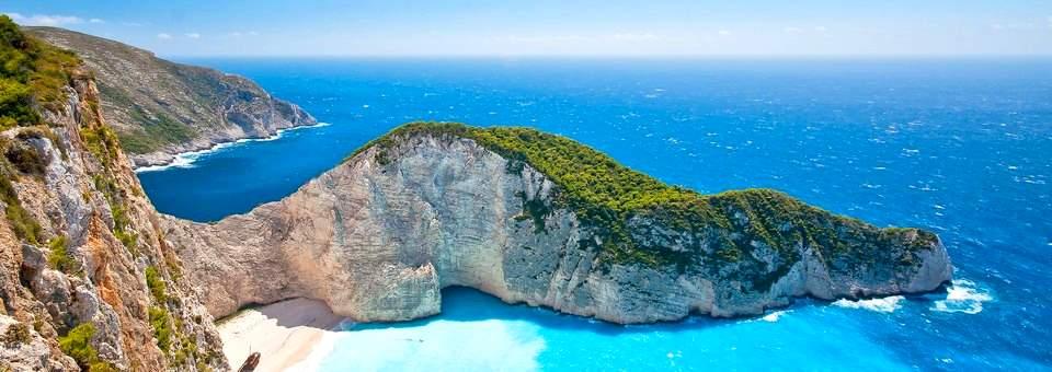 Дом в остров Плака у океана