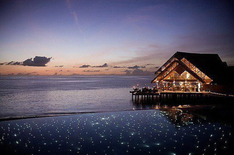 Дом в остров Плака на берегу океана
