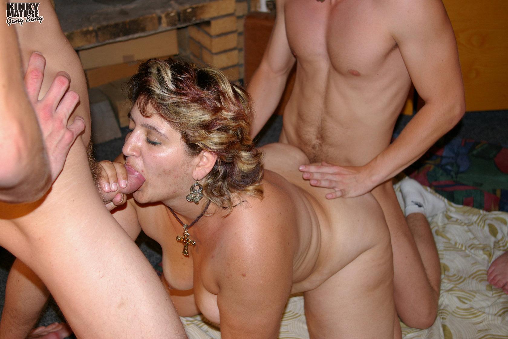 Фото групповой порнухи со зрелыми