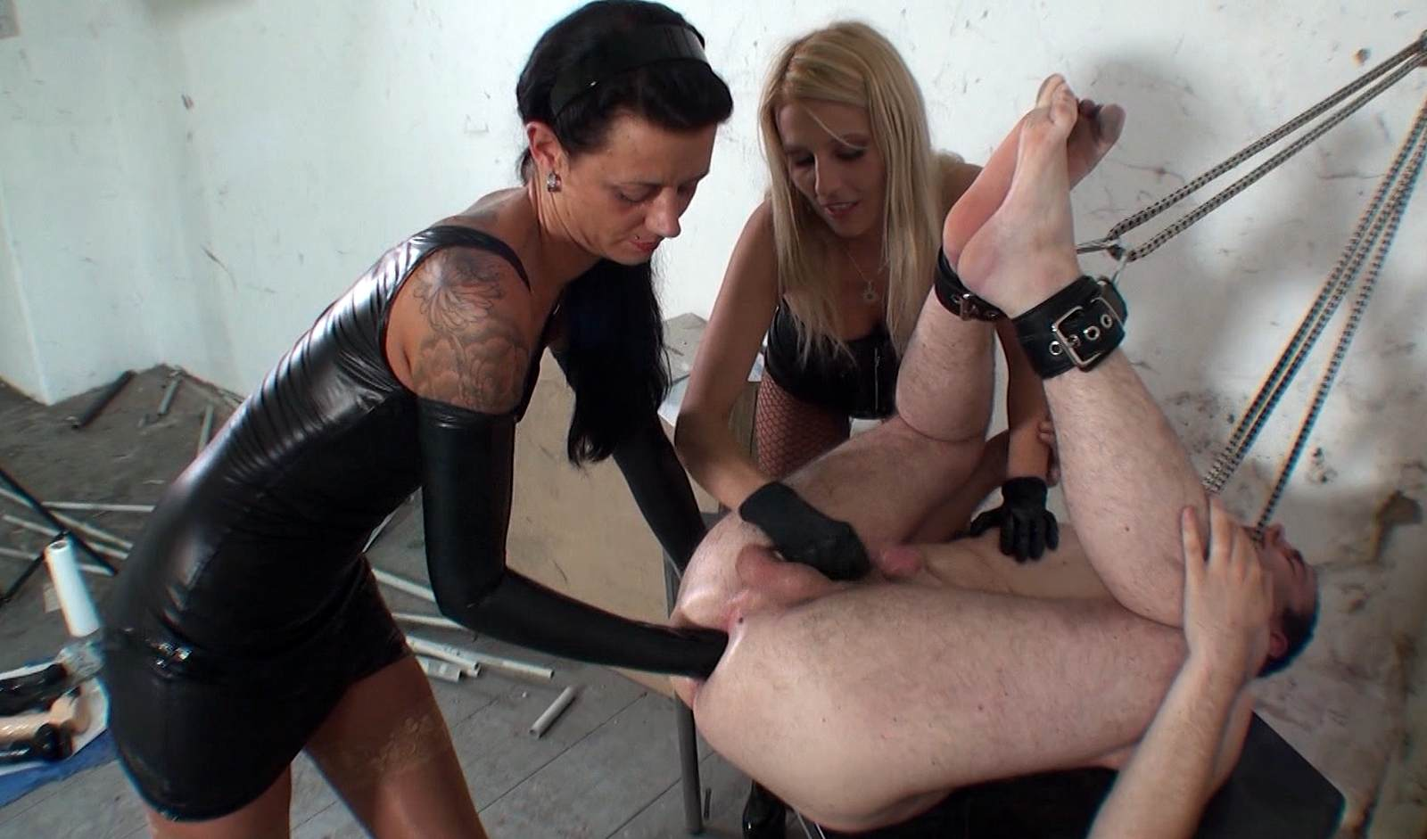Femdom fisting videotures — photo 12