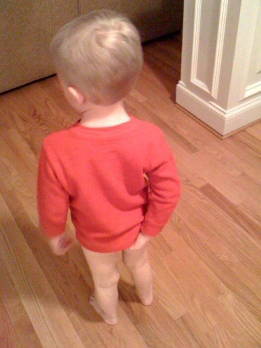 У ребенка красный анус и болит