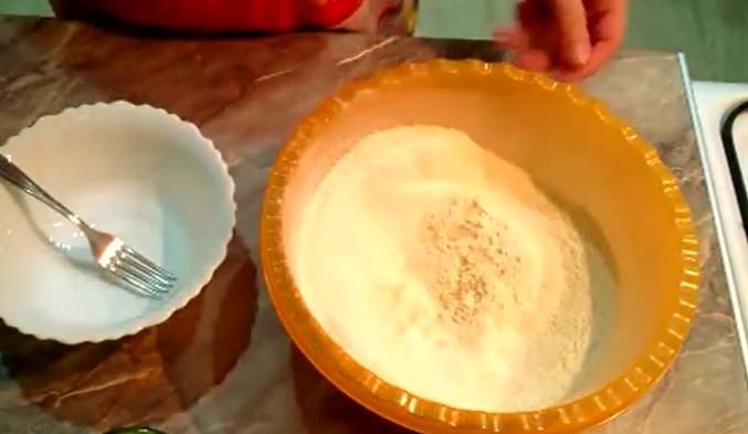 Быстрое тесто на пиццу дрожжевое на молоке рецепт с фото