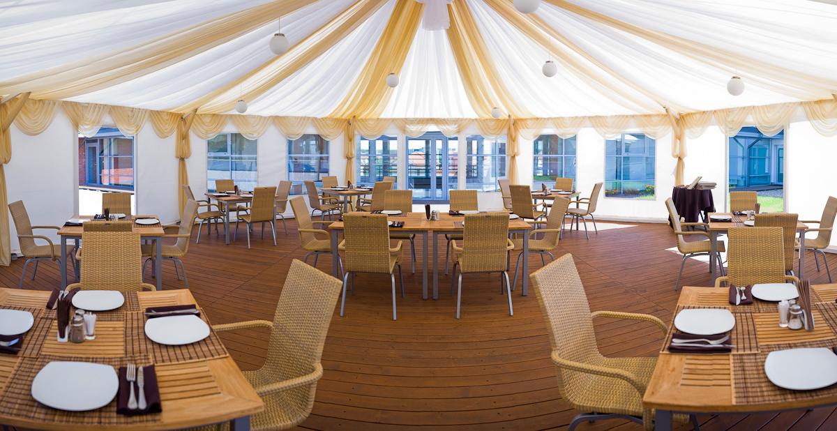 Ресторан Велич Country Club - фотография 6 - Летняя веранда