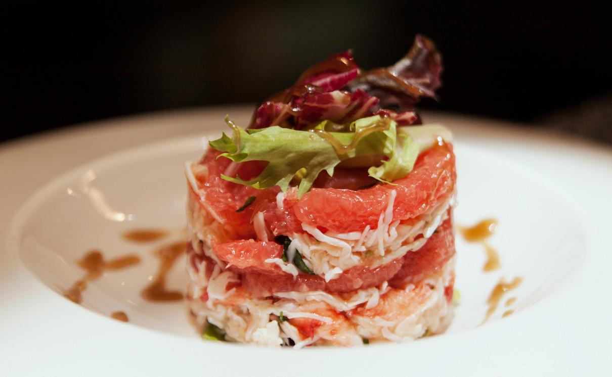 """Ресторан Andiamo - фотография 6 - Салат """" Нежный краб с грейпфрутом"""""""