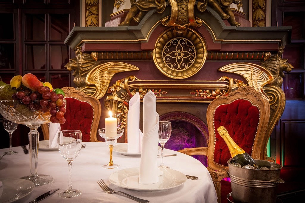 Ресторан Серебряный век - фотография 1 - Каминный зал.