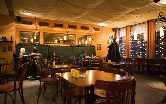 Ресторан Капучинофф - фотография 10 - Старый зал теперь полностью курящий