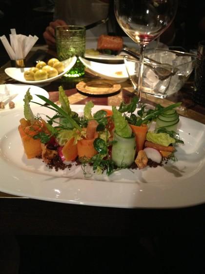 Ресторан Ёрник - фотография 13 - Овощной салат и оливки