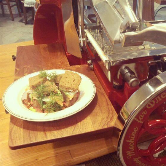 Ресторан Флей - фотография 12 - Ржаной с лососем.