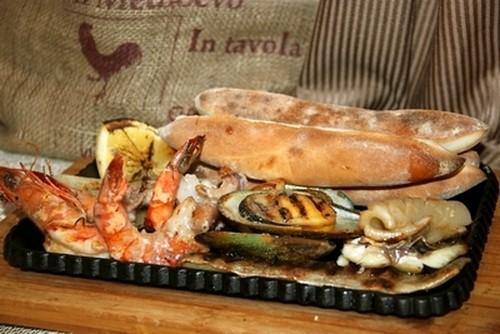 Ресторан Milano ricci - фотография 10 - Морское ассорти на гриле