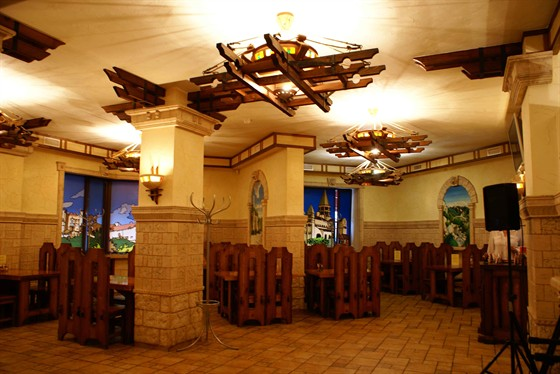"""Ресторан Бельведер - фотография 1 - Основной зал кафе """"Бельведер"""" 60 посадочных мест"""