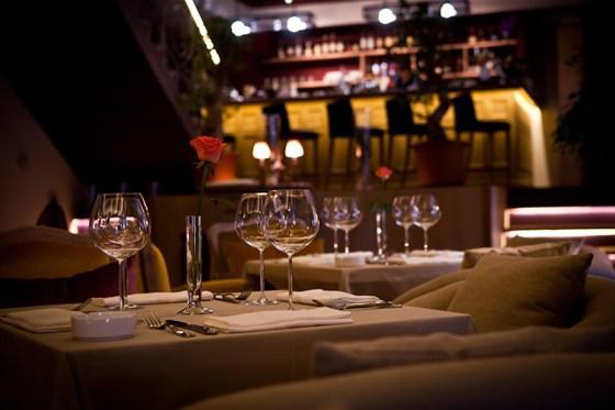 Ресторан Barry White - фотография 11 - Столы на первом этаже - напротив Рояль.