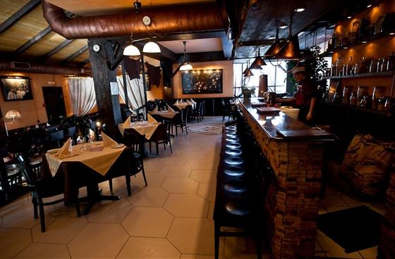 """Ресторан Баден-Баден - фотография 13 - """"Мангальный"""" зал"""