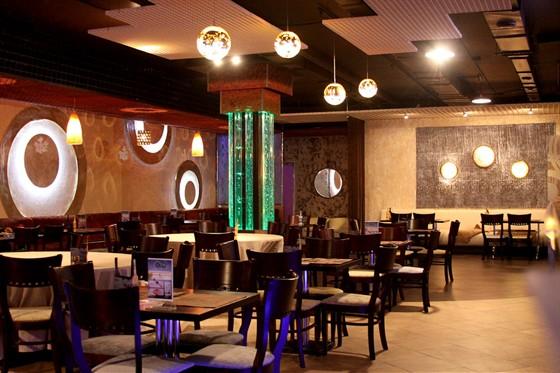 Ресторан Капли - фотография 3 - Основной зал