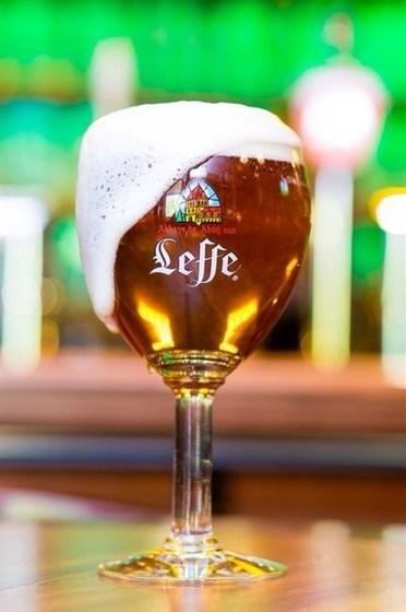 Ресторан Гриль-хофф - фотография 21 - Леффе(Бельгия) Богатейший вкус традиционного бельгийского аббатского пива не оставляет конкурентам шансов.