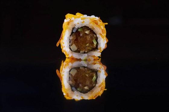 """Ресторан Buba by Sumosan - фотография 2 - Ролл """"лосось-тартар"""""""