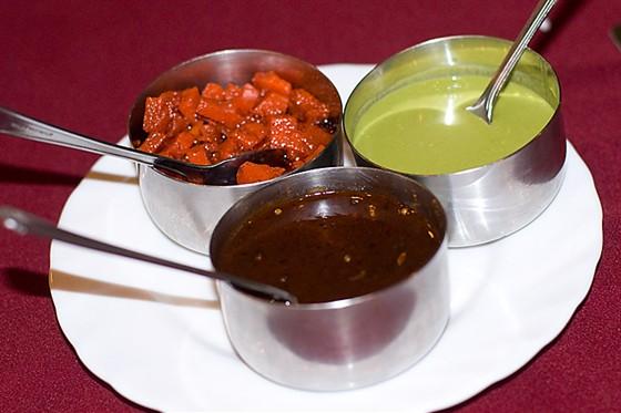 Ресторан Devi - фотография 8 - 3 соуса: морковный, финиковый и мятный.