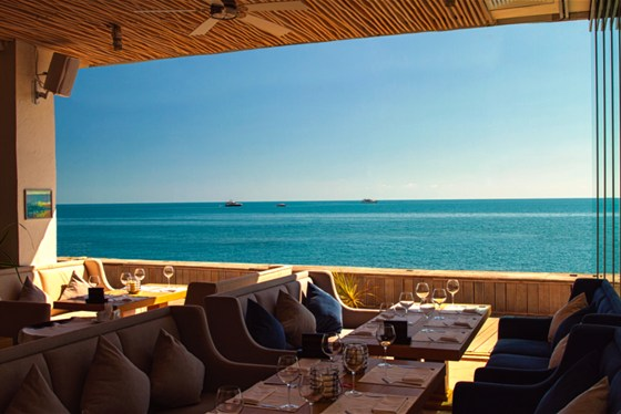 Ресторан Sanremo - фотография 17 - Вы наслаждаетесь великолепным видом и дышите морским воздухом, находясь в пространстве ресторана Sanremo.