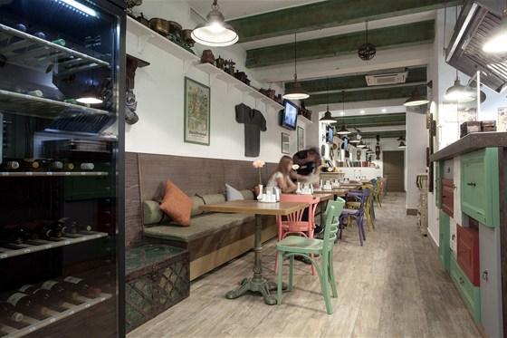 Ресторан Всякая всячина - фотография 2 - Зал