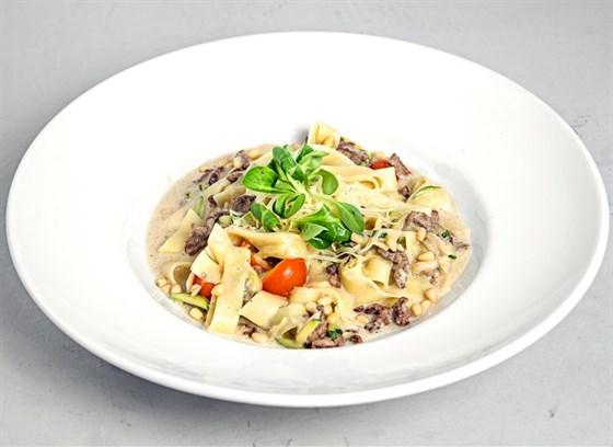 Ресторан Grand Pizza - фотография 15 - Тальятелле с соусом из белых грибов и говядиной