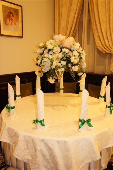 Ресторан Крем - фотография 11 - Пример оформления салфеток ленточками