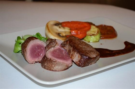 Ресторан Миндаль - фотография 8 - Мясо степень прожарки medium