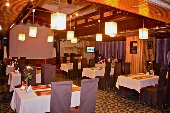 Ресторан Bich Cau - фотография 8 - Главный зал ресторана, 2012г