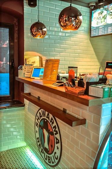 Ресторан Shawarma Republic - фотография 5 - Каретный ряд д 3 Сад Эрмитаж