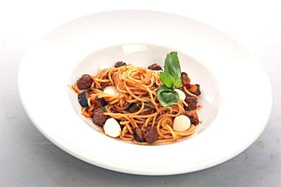 Ресторан Grand Pizza - фотография 9 - Спагетти с фрикадельками и острым соусом