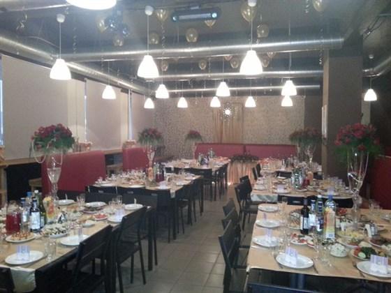 Ресторан 2.0 - фотография 8 - Вариант зала свадебного банкета на 80 персон