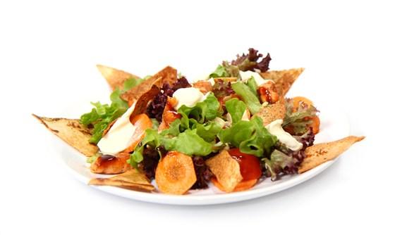 Ресторан Вкуснолюбов - фотография 25 - Салат с сёмгой и ростками сои.