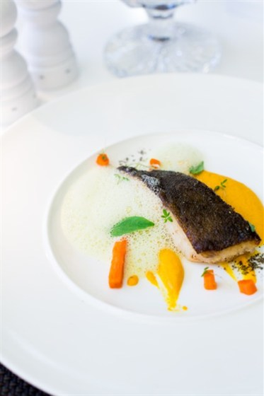 Ресторан Graf-in - фотография 11 - Филе черной трески с морковным муссом и соусом из апельсина с базиликом