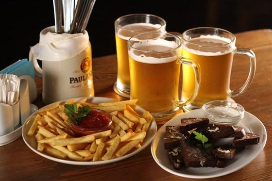 Ресторан Cerbeer Bar - фотография 2 - Большой выбор пива и закусок.