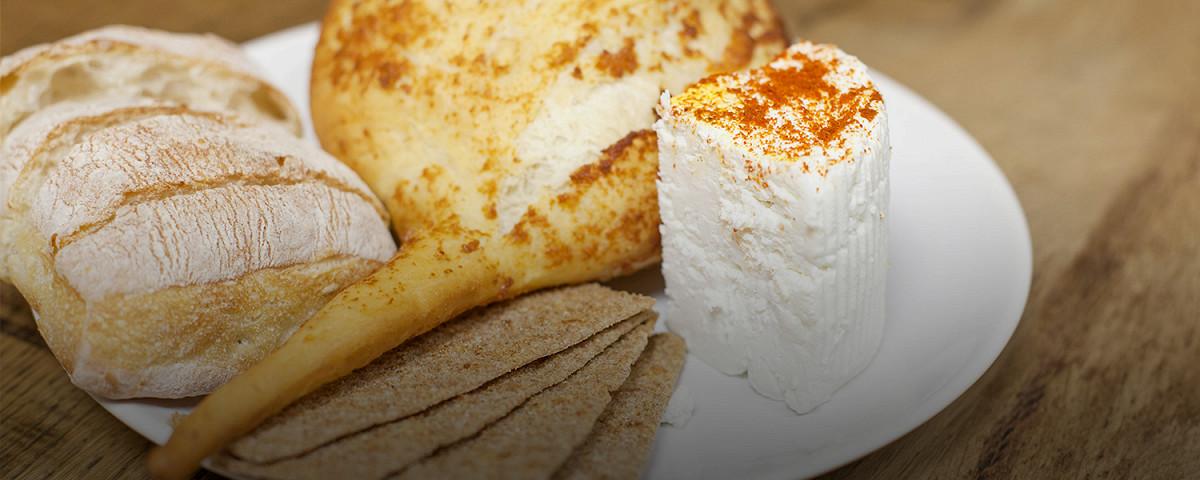 Афиша Город: И мой сырок со мною: как сделать дома моцареллу, козий сыр и халуми – Архив